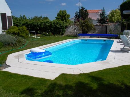 Mr piscines abris de piscine accessoire pour piscine for Piscine coque gard