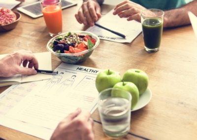 Passen Sie einfache Aktionen für eine gesunde Ernährung an