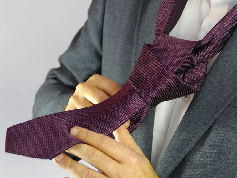 Choose your tie to avoid the wrong dress!