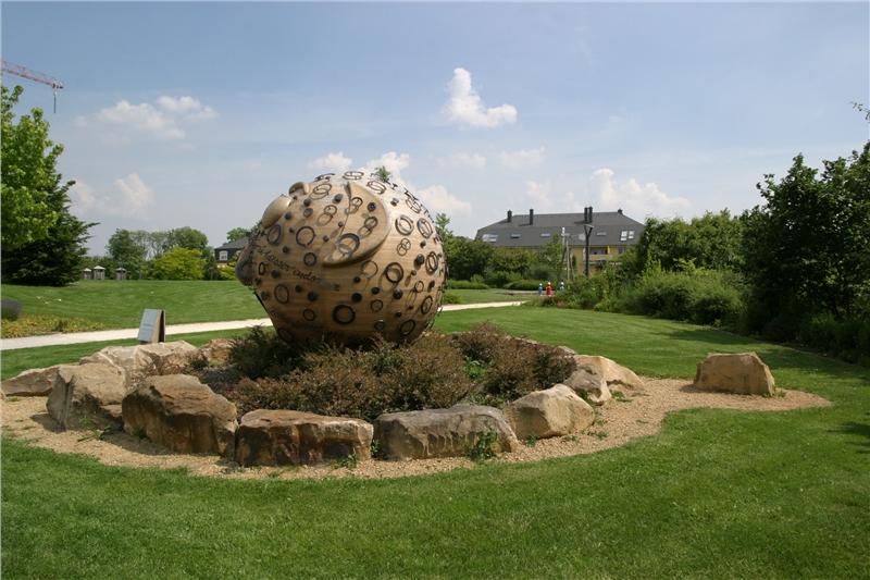 Sculpture in the municipal park of Hesperange