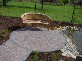 Lieux de détente au jardin et aménagement de chemins