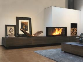 Le feu et les meubles ensemble.