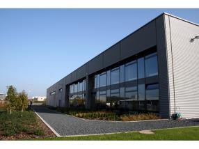 Hall de production avec bureaux