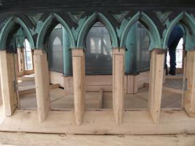 Eichenholz-Verkleidung der neuen Bodenkonstruktion