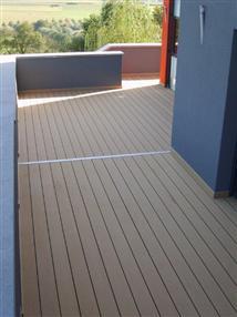 Une terrasse en bois composite
