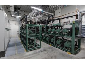 Machine room for CO2-critical cooling with 2 combined sets